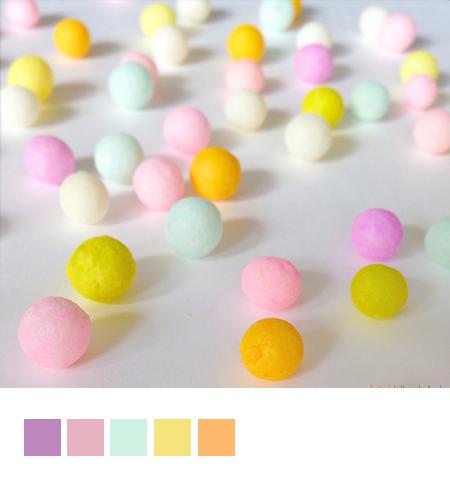 丸い砂糖菓子の写真とカラーパレット